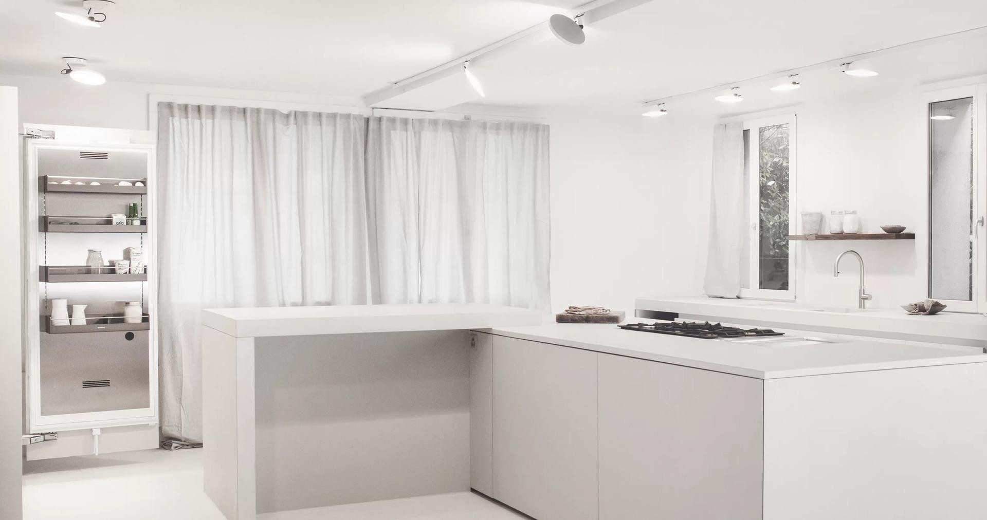 Auch die Innenseiten der Schranktüren können als Stauraum genutzt werden.
