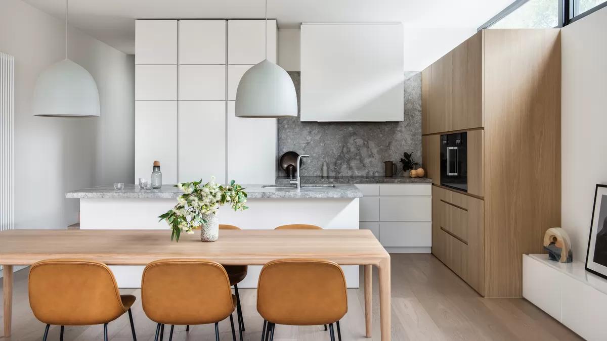 Die Einrichtung der Küche spiegelt meist den Stil der gesamten Wohnung oder des Hauses wider.